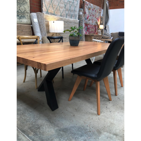 Metalico Xy Dining Tables